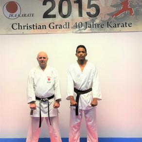 Austauschschüler aus La Reunion trainiert im Karate Dojo