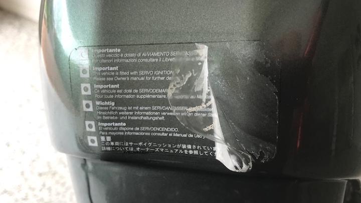 Cara Benar Menghilangkan Bekas Stiker di Motor | PT SOLID GOLD BERJANGKA