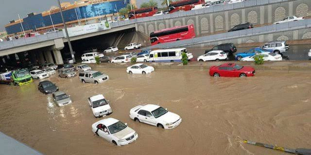 Jaringan Telekomunikasi Sempat Terganggu Karena Banjir Ibukota | PT SOLID GOLD BERJANGKA