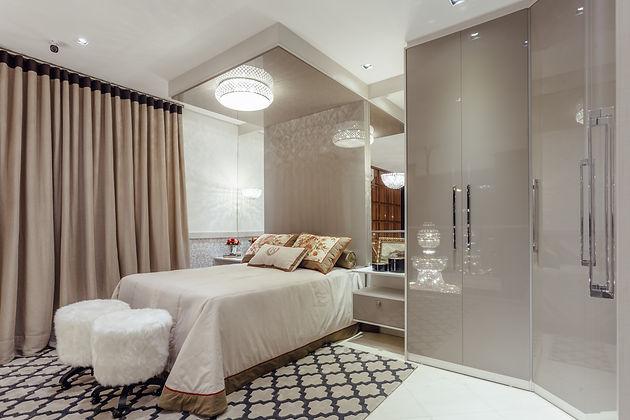 Os padrões com acabamento em brilho conferem sofisticação ao mobiliário, bem como espelhos e puxadores externos - ótimas opções para dar um toque de estilo alido à funcionalidade.