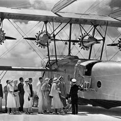 Passengers board S-40, Miami
