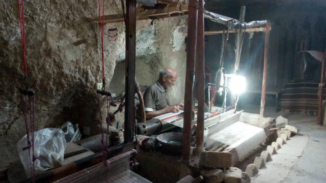 手機織り キリム 工房
