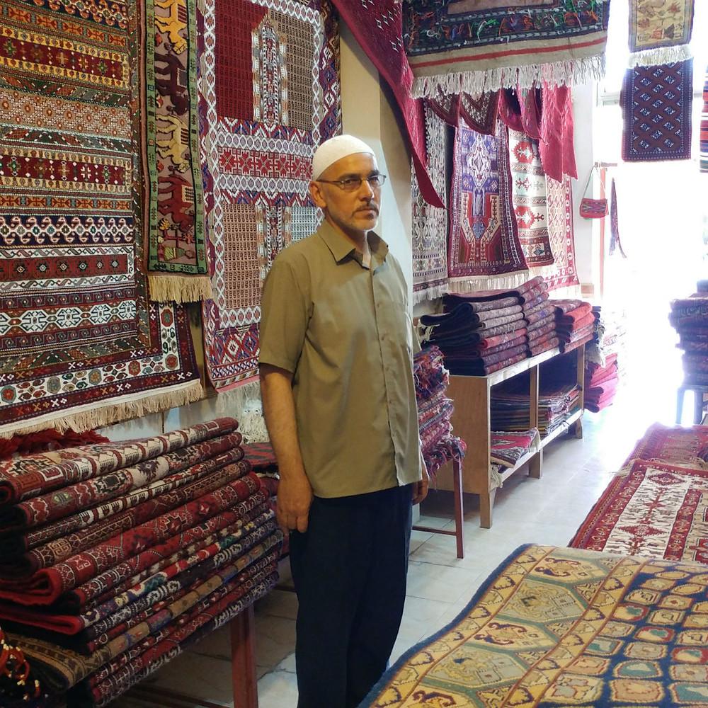 バフマン絨毯店