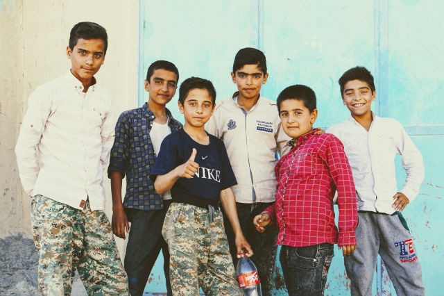 チェネシュト村 男の子たち