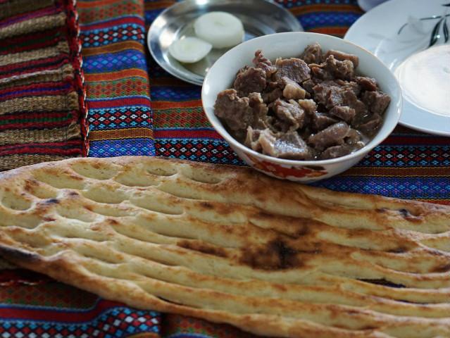トルクメンの村 村の手作り料理 子牛肉 イラン トルクメン料理 ドゥイドフ村