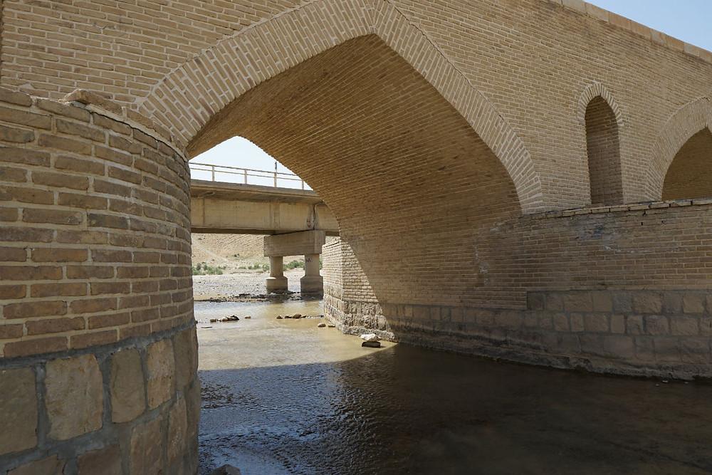 橋のアーチ