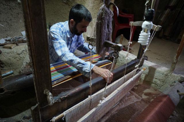 ナイン キリム 工房 手機織り