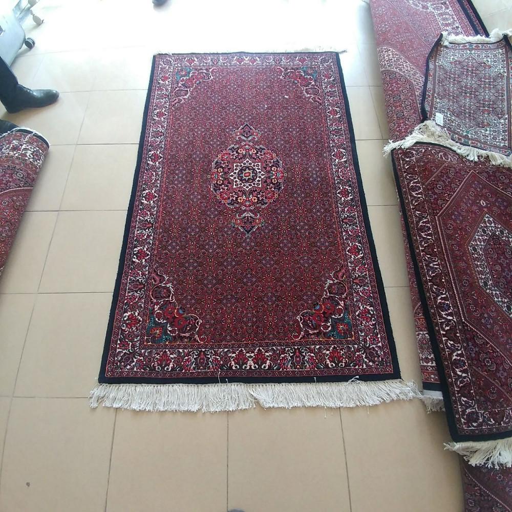 タカーブ 絨毯