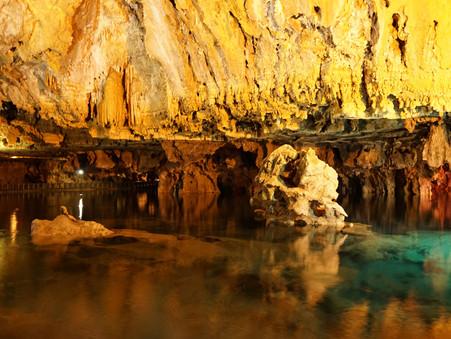 アリーサドルの洞窟とメヘラバーンの絨毯