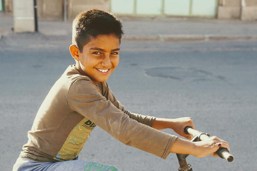 イランの村の少年
