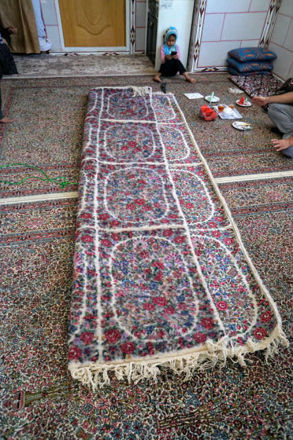 ラーヴァル タラズ 絨毯