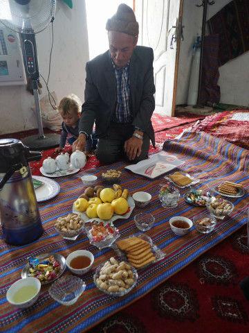 トルクメンの村でチャイをいただく ドゥイドフ村