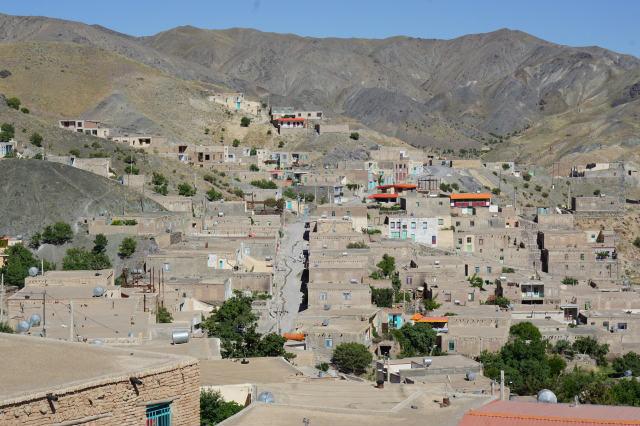 イラン チェネシュト村 遠景