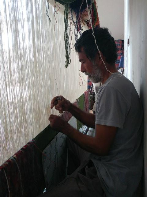 ネフバンダーン 絨毯を織る男性