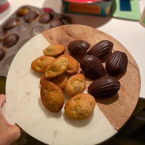 Madeleine à la poire, coque en chocolat