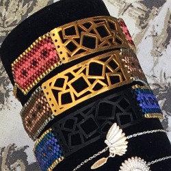 bracelet tissage perles et plaque