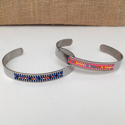 Bracelet jonc tissage perles bleu et rose
