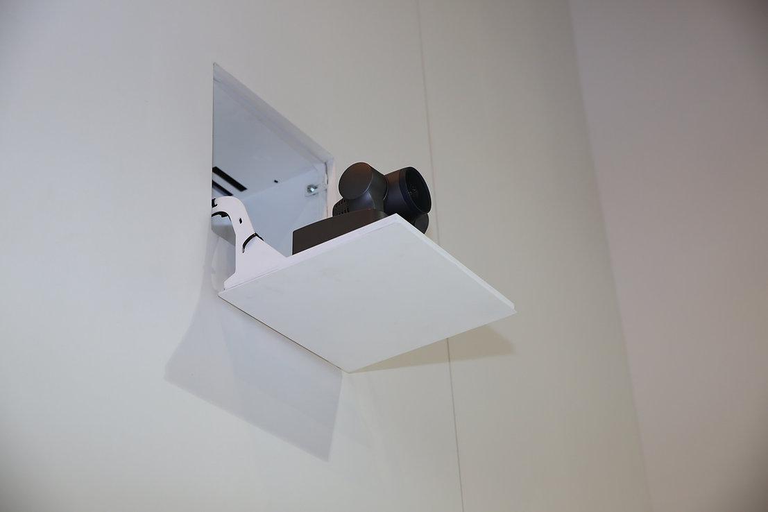 Videokonferenzklappe aus der Wand (6).jpg