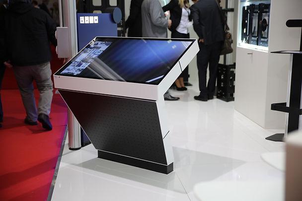 100944 - Konvention CSI Touch Table (13).jpg