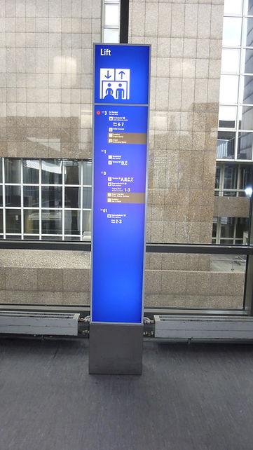 109114.65 - Wegweiser Fraport (2).JPG