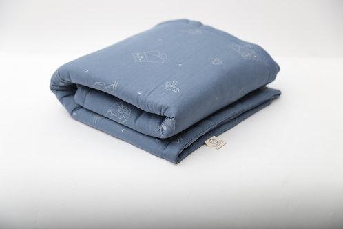 שמיכה קלה עם מילוי מפנק בצבע אינדיגו