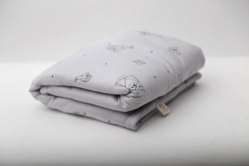 שמיכה קלה עם מילוי מפנק בצבע אפור בהיר