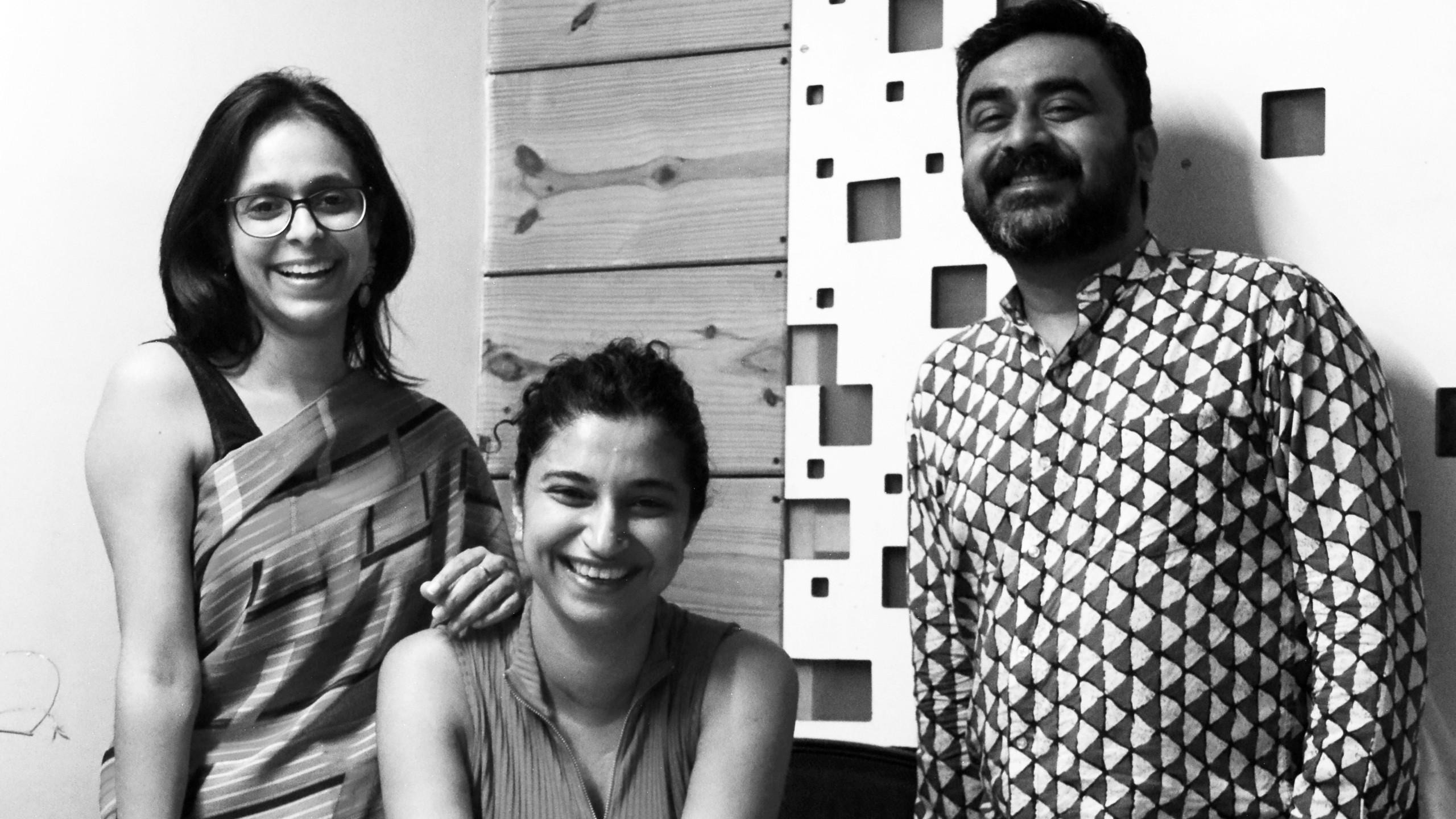 Os sócios fundadores da SpaceMatters, empresa de arquitetura que está projetando a Casa de Adoração Baha'i em Bihar Sharif, na Índia. Da esquerda para a direita, Moulshri Joshi, Amritha Ballal e Suditya Sinha.