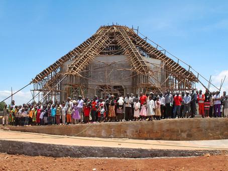 Na África: Enquanto um templo se ergue, cresce a expectativa para outro