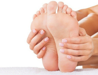 How to prevent and cure cracked heels