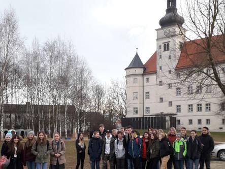 """Exkursion Schloss Hartheim - Die 3a/3b  besuchen die Ausstellung """"Wert des Lebens"""""""
