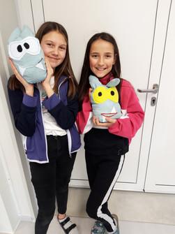 M. & N. präsentieren stolz ihre Türstopper-Monster