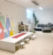 Großer Aufenthaltsraum des Studios Mama & Papa Pur