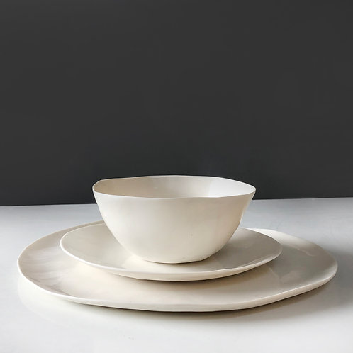 White set - two plates and a bowl