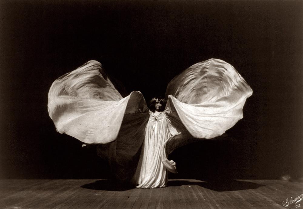 Loïe Fuller con un costume di scena
