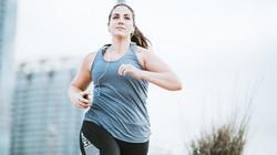 woman_running_city_623596312