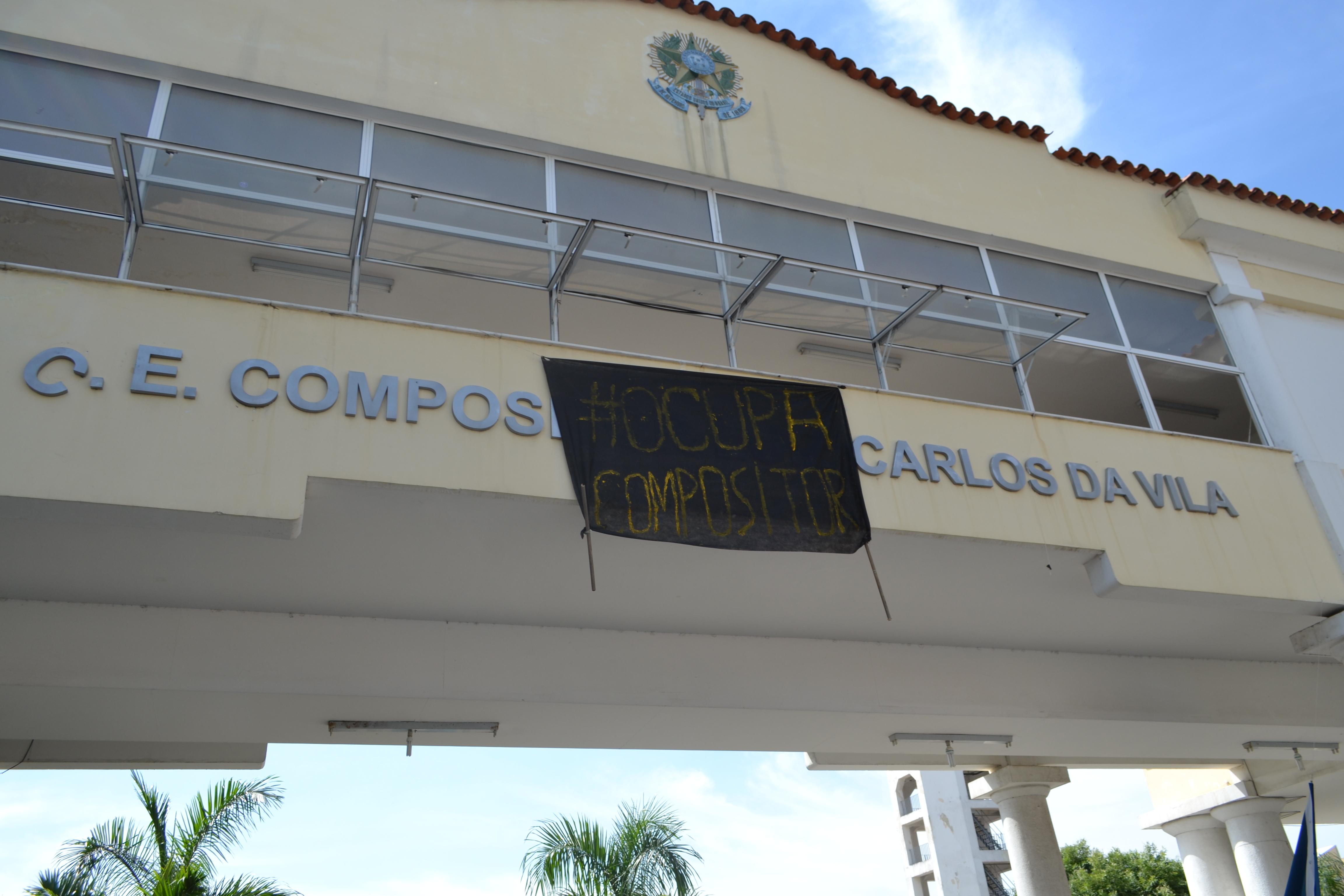 fachada do colégio estadual