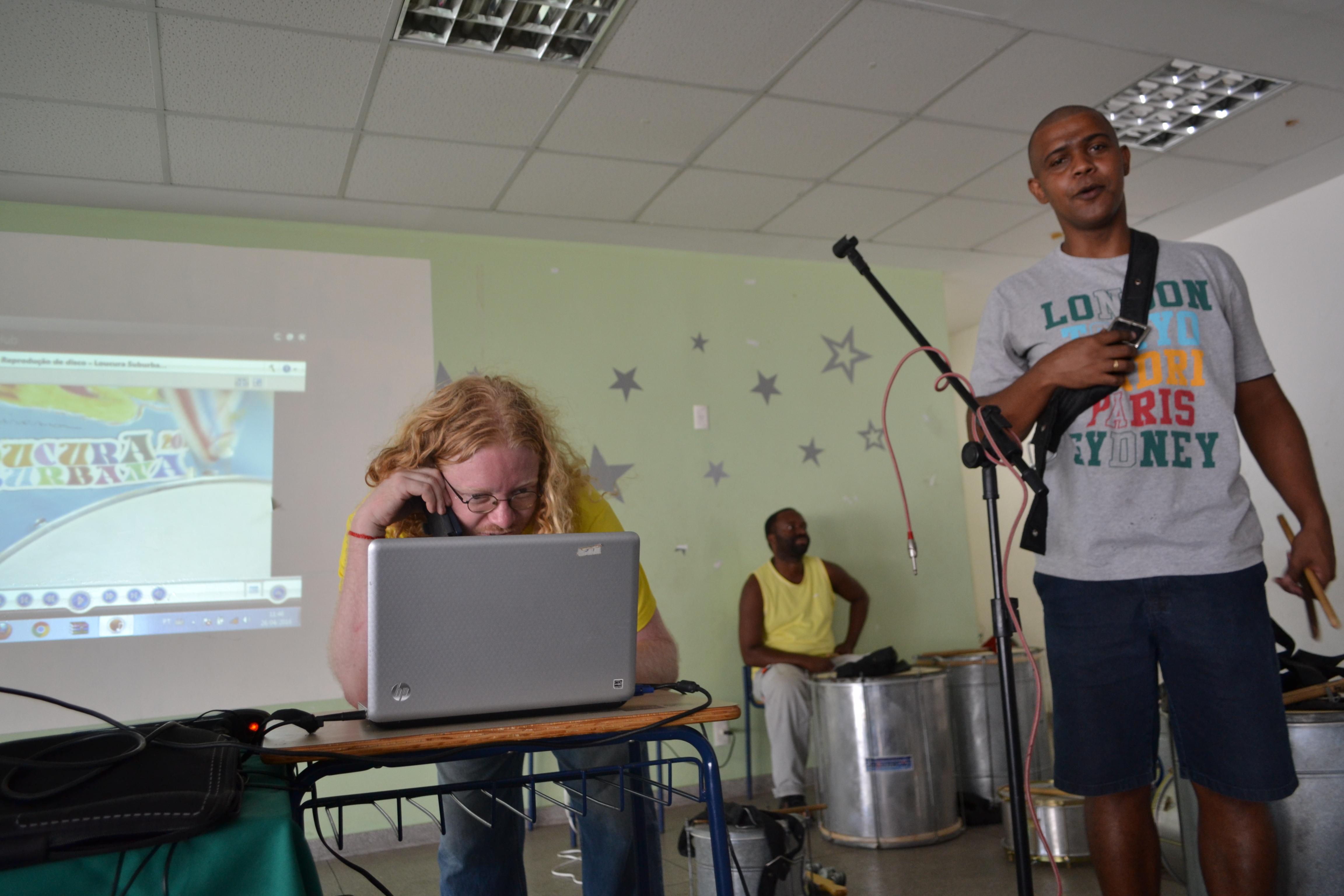 Abel_e_Fernando,_músicos_do_Loucura,_e_Laerte_(atrás)