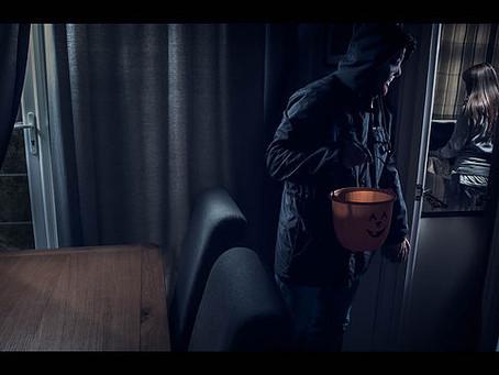 One speedlite to light the whole scene! [Halloween eviromental portrait.]