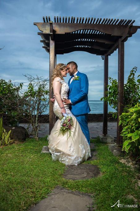 Tina and Daniel on their beachwedding