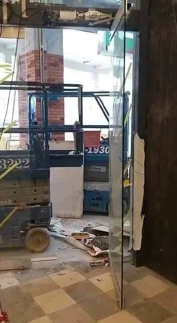 鳳德邨街巿玻璃掩門(SESAM0)