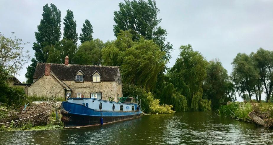 Thames Canal Boat.jpg