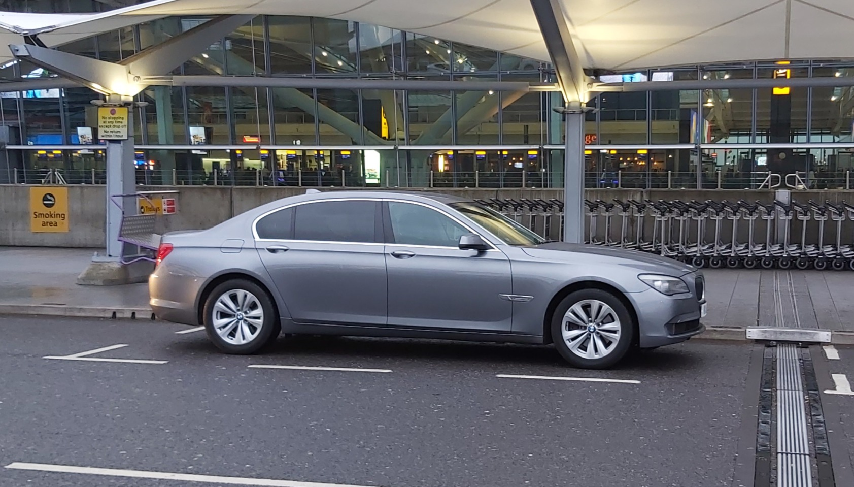 LUXURY AIRPORT TAXI