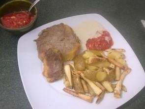 Superfood Schnitzel mit Pommes rot/weiß (vegan)