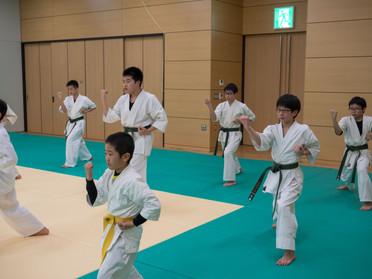 小中学生の卒業祝い記念検定(卒検)を行いました!*3月23日 函館空手スクール*