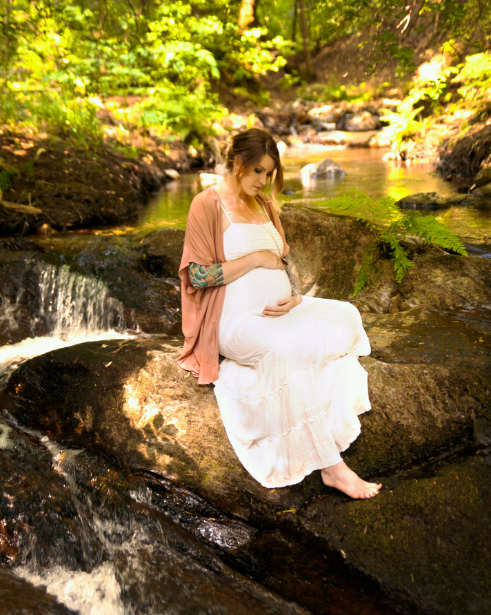 Maternity Photo on the waterfall