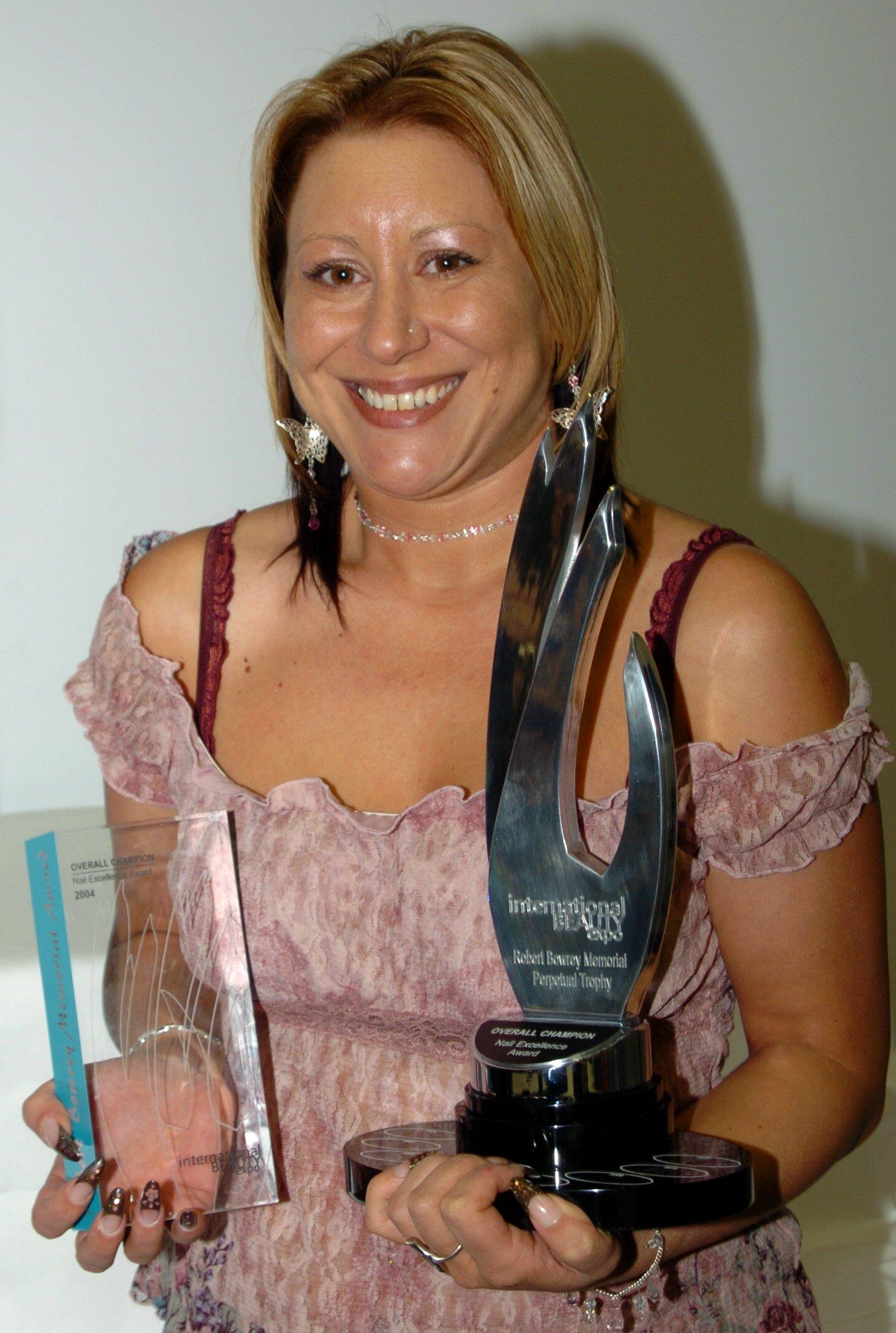 Viv-nailchampion2004