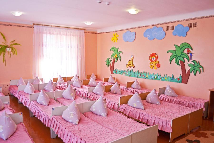 Спальня групи «Капітошка» ДНЗ №1 «Дзвіночок» міста Сарни