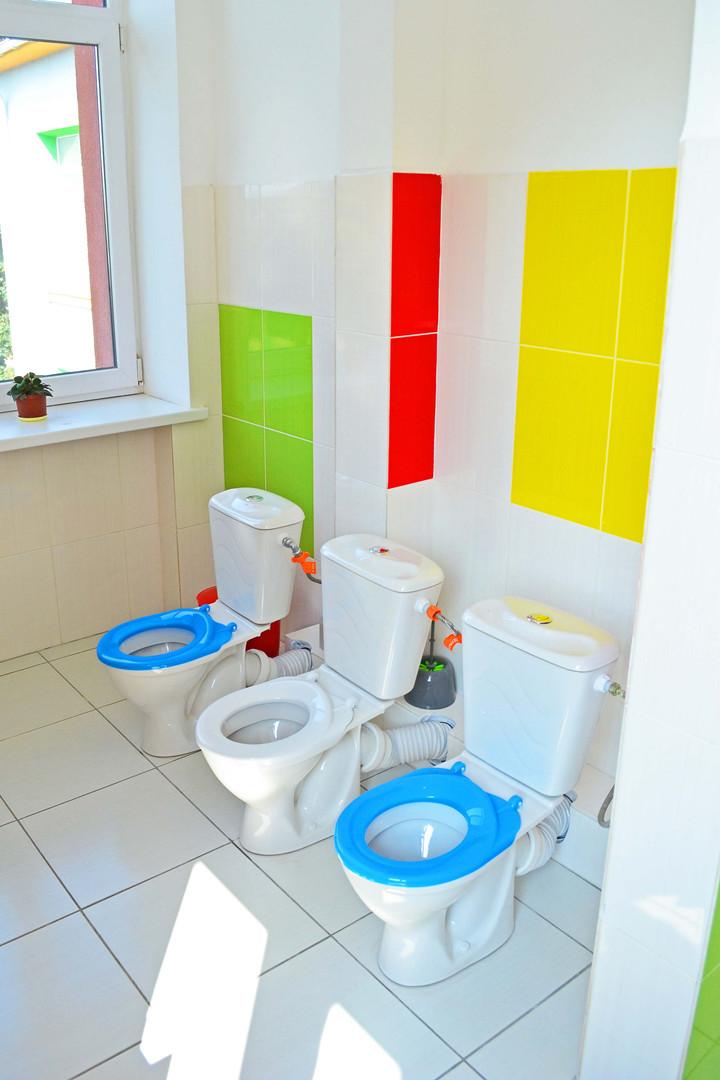 Туалетна кімната групи «Теремок» ДНЗ №1 «Дзвіночок» міста Сарни