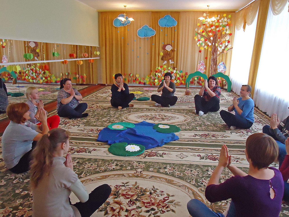 Майстер-клас з педагогами «Використання нетрадиційниих методик (хатха-йога)»