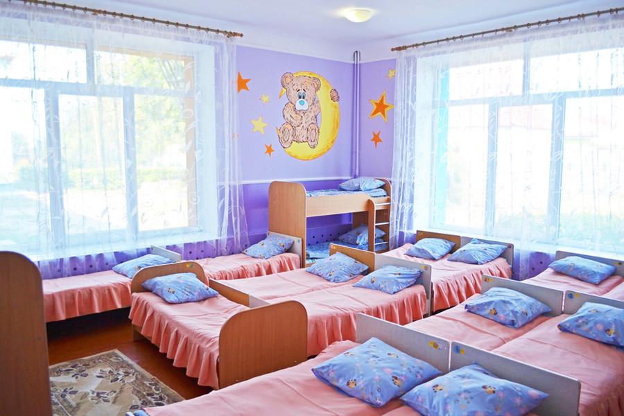 Спальня групи «Ромашка» ДНЗ №1 «Дзвіночок» міста Сарни
